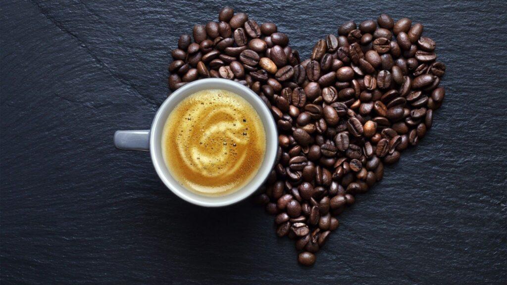 Kahve kalbe iyi gelir mi, Kahve kalbi etkiler mi, Kahve kalbe zararlımı, Kahve kalp ağrısı yaparmı, Kahve kalp çarpıntısı, kahve kalp ritmini bozar mı, kahve, kahve kalp, kalp, sağlık,
