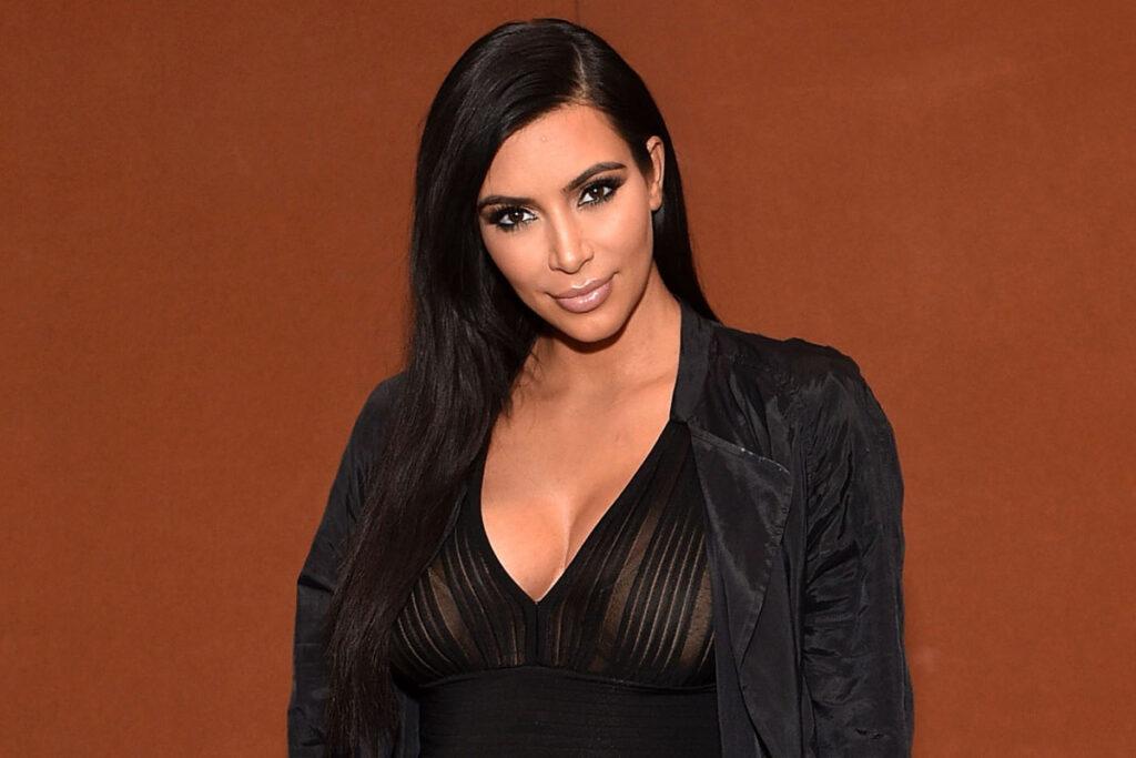 kim kardashian nasıl ünlü oldu, kim kardashian ne iş yapar, kim kardashian ne zaman ünlü oldu, kim kardashian ne ile ünlü, kim kardashian hayatı, kim kardashian,