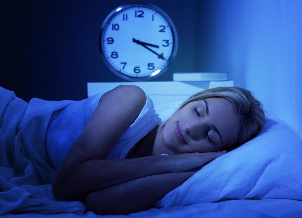 4 saatte nasıl 8 saat uyunur, 4 saatlik uyku yeterli mi, 4 saat uyku yeter mi, 4 saat uyku metodu, 4 saat uyku insana yeter mi, 4 saat uyku zararlı mı, 4 saat uyku,